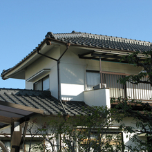 松山市:外壁のリフォームで防藻・防カビ効果の高いシリコン塗装を施工