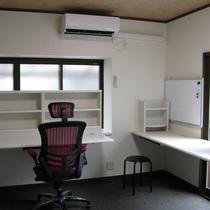 松山市:手狭だった6畳和室の事務所を快適にリフォーム