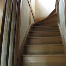 松山市:介護リフォームの補助金を利用して階段に手すりを設置